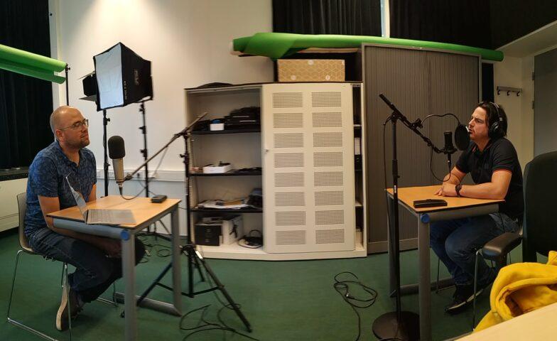 Bob en Rinus in de opnamestudio
