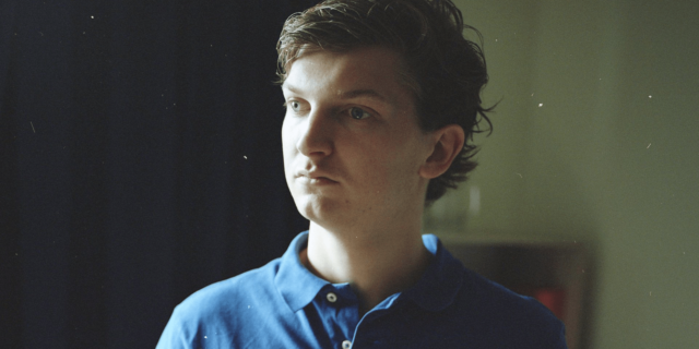Foto van Marnix met blauwe polo shirt