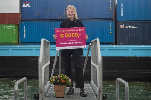 Maaike van Papeveld met haar prijs