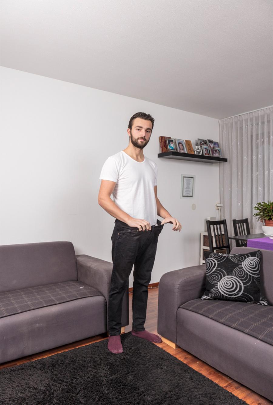 Admir is afgevallen, op de foto draagt hij zijn nu veel te wijde broek zien