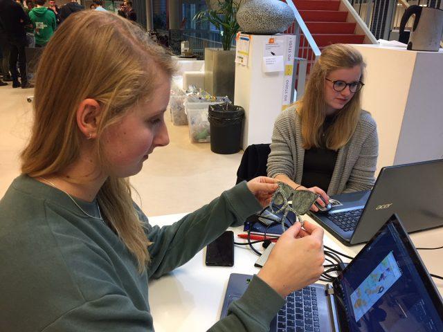 Studenten met hun bril montuur