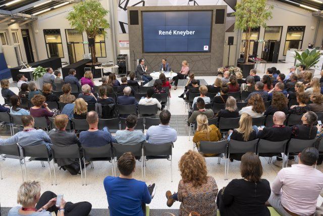 Discussie tijdens de jubileumbijeenkomst van de master leren & innoveren