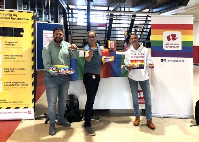 Foto van Leonie van Staveren voor de HR pride promo booth op locatie Kralingse Zoom.