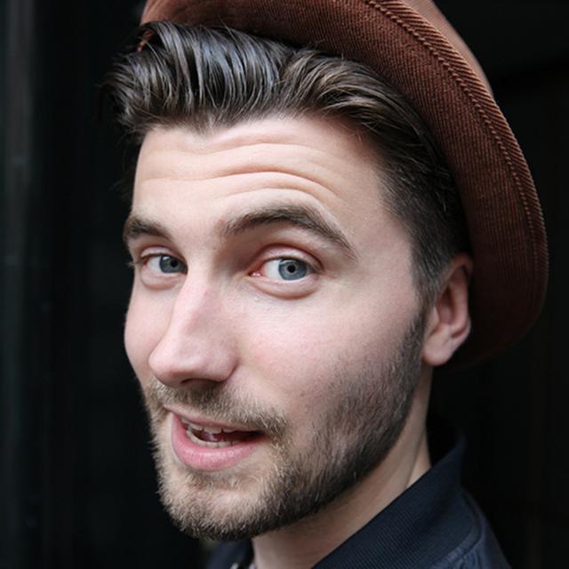 Portret Jonathan met een hoed op