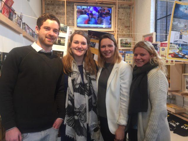 Vier studenten voor hun Schiedam-presentatie
