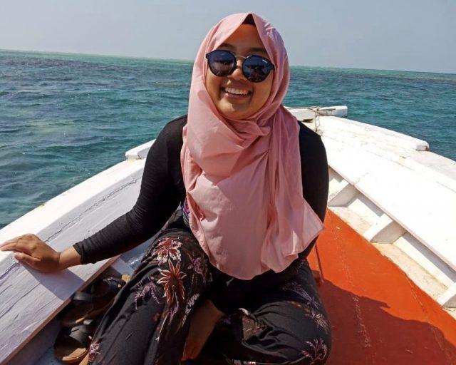 portret van Ardiana Prima op een bootje