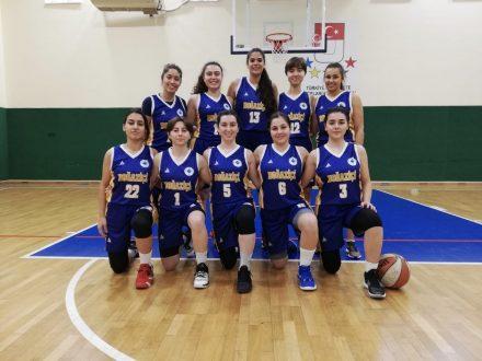 Ceyda in het basketbalteam van Bogazici University