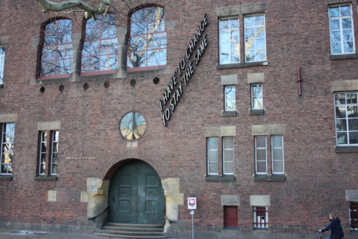 Ingang Willem de Kooning Academie